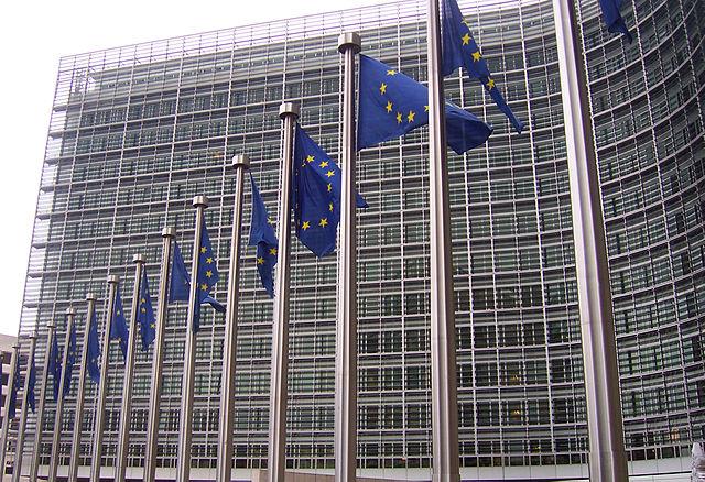 Steuergesetze - EU-Flaggen vor dem Berlaymont-Gebäude