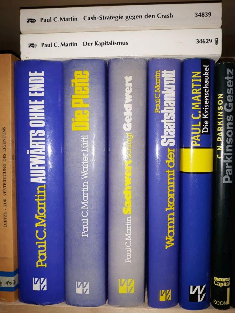 Martin-Bord der Bücherwand